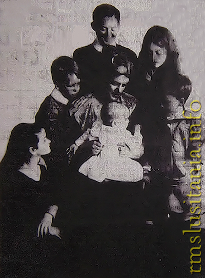 Gladys Crompton and children